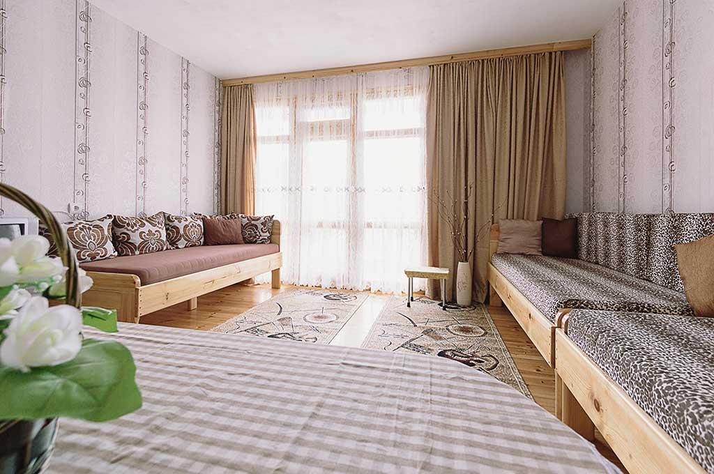 Кафявата стая за гости на семейство Ингови в курортен град Сандански