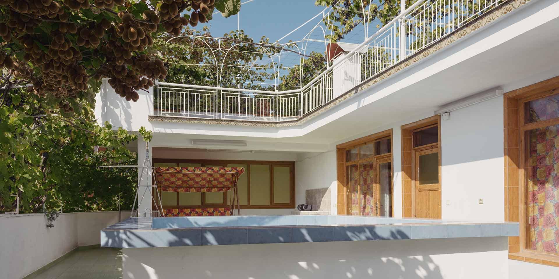 Къща за гости с басейн на семейство Ингови в курортен град Сандански