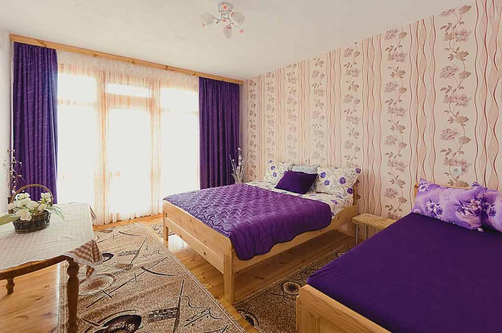 Лилавата стая за почивка в къщата за гости на семейство Ингови в курортен град Сандански
