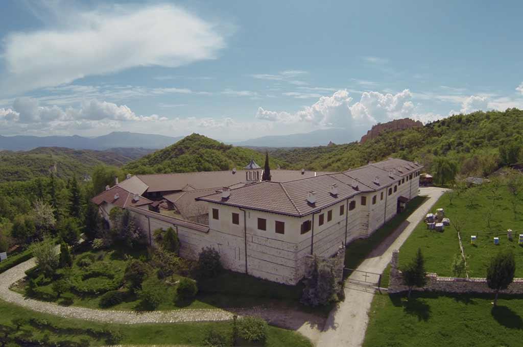 Птичи поглед към Роженският манастир