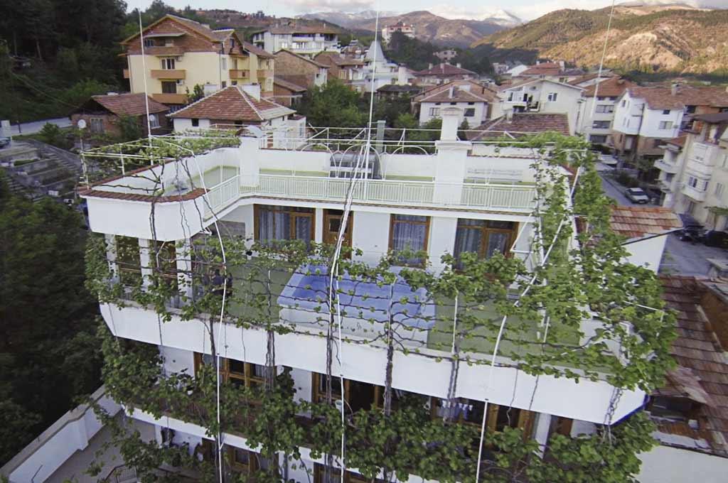 Птичи поглед на къщата за гости с басейн на семейство Ингови