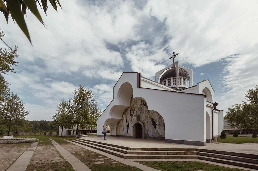 Манастирски комплекс с храм Св. Петка Българска в местността Рупите