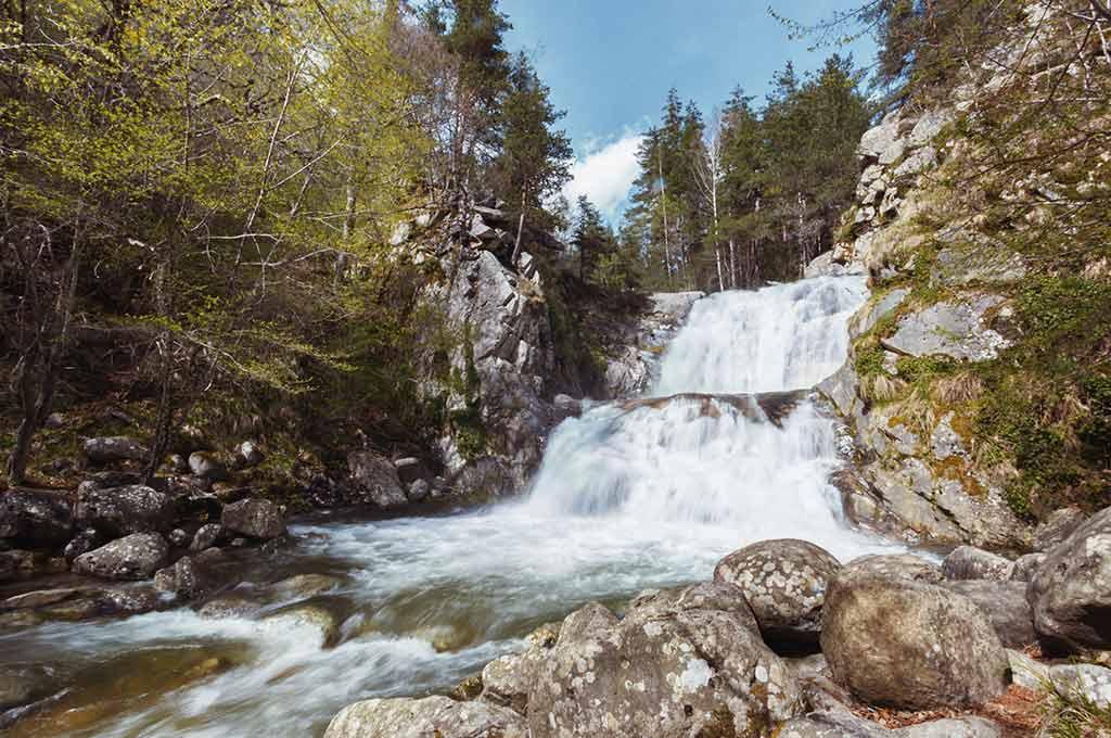 Водопад Санданска Бистрица в местността Попина лъка на Пирин планина